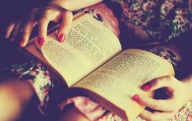 ragazza libro
